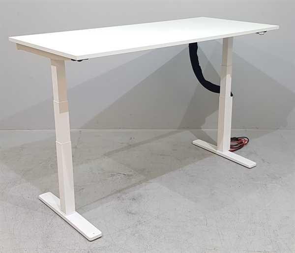 Kinnarps - Steh-Sitz-Schreibtisch 180 cm, weiß