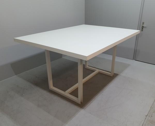 Steh- Besprechungstisch 200 x 150 cm, weiß