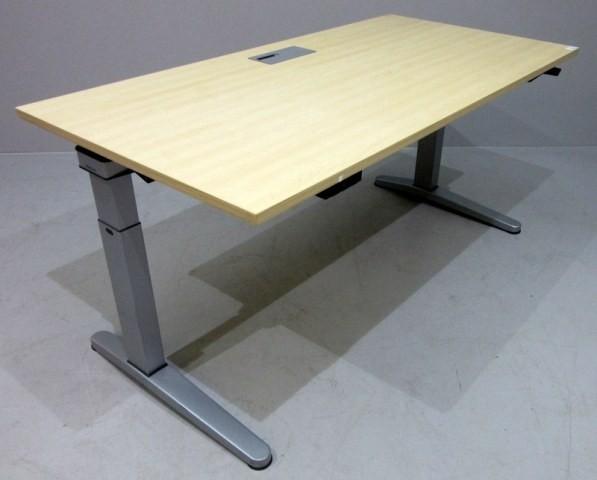 Steelcase - Schreibtisch 160 cm HV, ahorn
