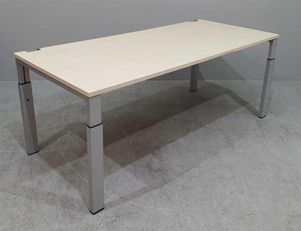 Bene - Schreibtisch 180 cm, ahorn
