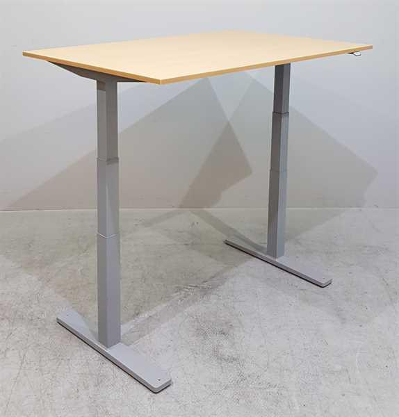 Kinnarps - Steh-Sitz-Schreibtisch 140 cm, buche