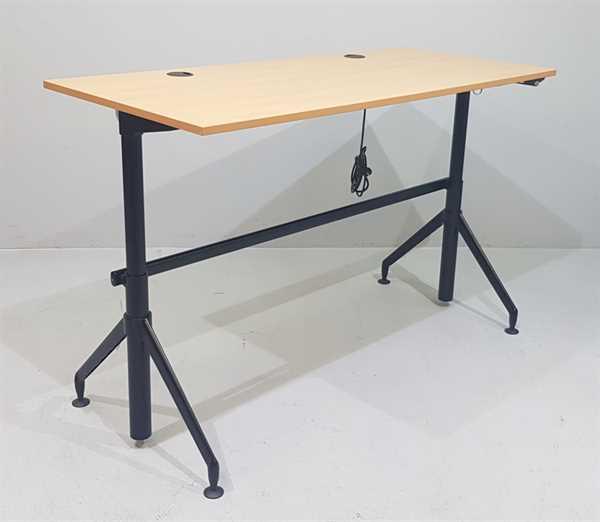 Steelcase - Steh- Sitz- Schreibtisch 180 cm, buche