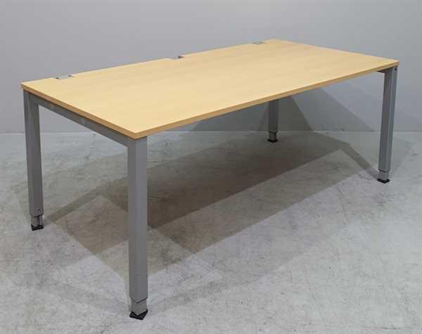 K & N - Schreibtisch 180 cm, buche