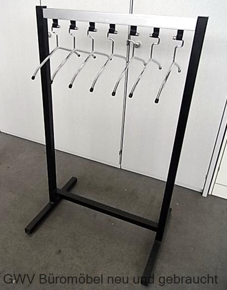 Reihenkleiderständer mit 7 x Kleiderbügel