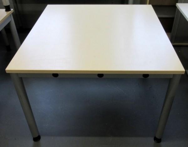 K & N - Beistelltisch 100 x 100 cm, ahorn
